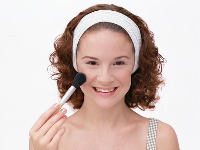 化粧をする女性3